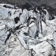 Glacier hiking - tourists coming